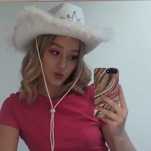 Säljer min cowboy hatt som jag haft under en kväll. Bud på 180kr + frakt