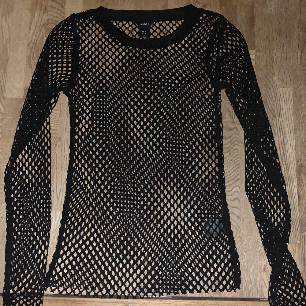 Långärmad nät tröja från Lindex. 100kr + frakt.. Skjortor.