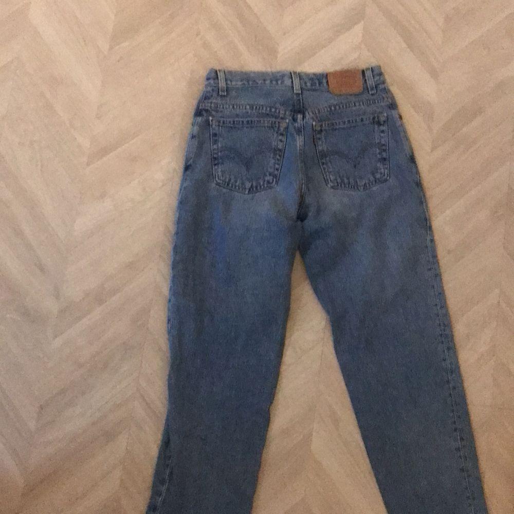 Levi jeans 550, som tyvärr är för stora för mig, 31 cm i omkrets / midjan 76 cm längd . Jeans & Byxor.