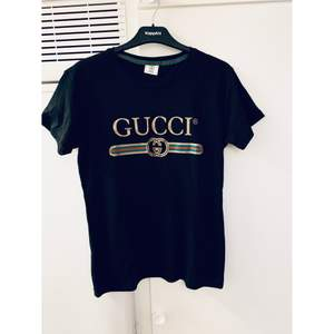 Gucci t-shirt (kopia) Str: L, Modell: Dam, Skick: Ny, Pris: bud