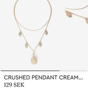 Oanvänd halsband inköpt för 129kr, säljer för 70kr✨