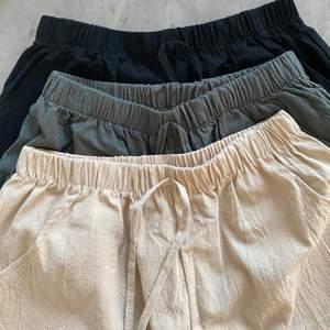 Oanvända shorts i linne. Storlek small och medium. Köparen står för frakt, 49kr