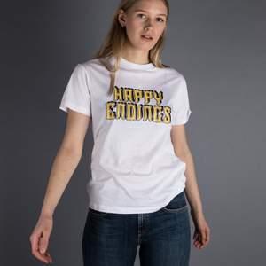 Superfin och inte mycket använd t-shirt från Ganni med trycket: Happy Ending på.✨ Toppen skick! Inga fel eller likande.💘💘