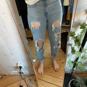Supersnygga jeans från H&M, kommer tyvärr inte till användning för de är för stora, köparen står för frakten ✨❣️❣️