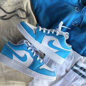 Kolla in instagram, StainsCustoms, för att beställa ett par custom skor. Du får välja design och storlek helt själv. 💖🤩⚡️