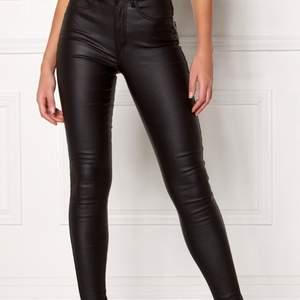 Jätte fina skinn byxor från Vero moda i storlek M