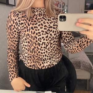En cool leopardtröja från Gina tricot. Använd väldigt få gånger, köpt 2019. ❤️
