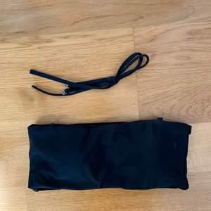 Svart bandeau bikiniöverdel från zaful, finns även band som går att sätta på om man vill. Aldrig använd, storlek S. Säljer för 55kr, köpare står för frakt