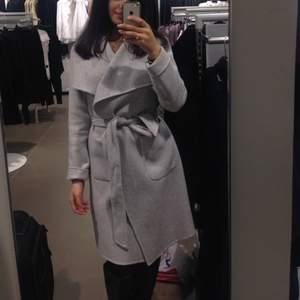 Storlek 34 från H&M, använd en vinter och ser väldigt fin ut i kvalite.