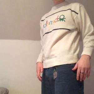 En vintage benetton tröja i Storlek M. Riktigt snygg passar till det mesta. Köparen står för frakt på 66kr