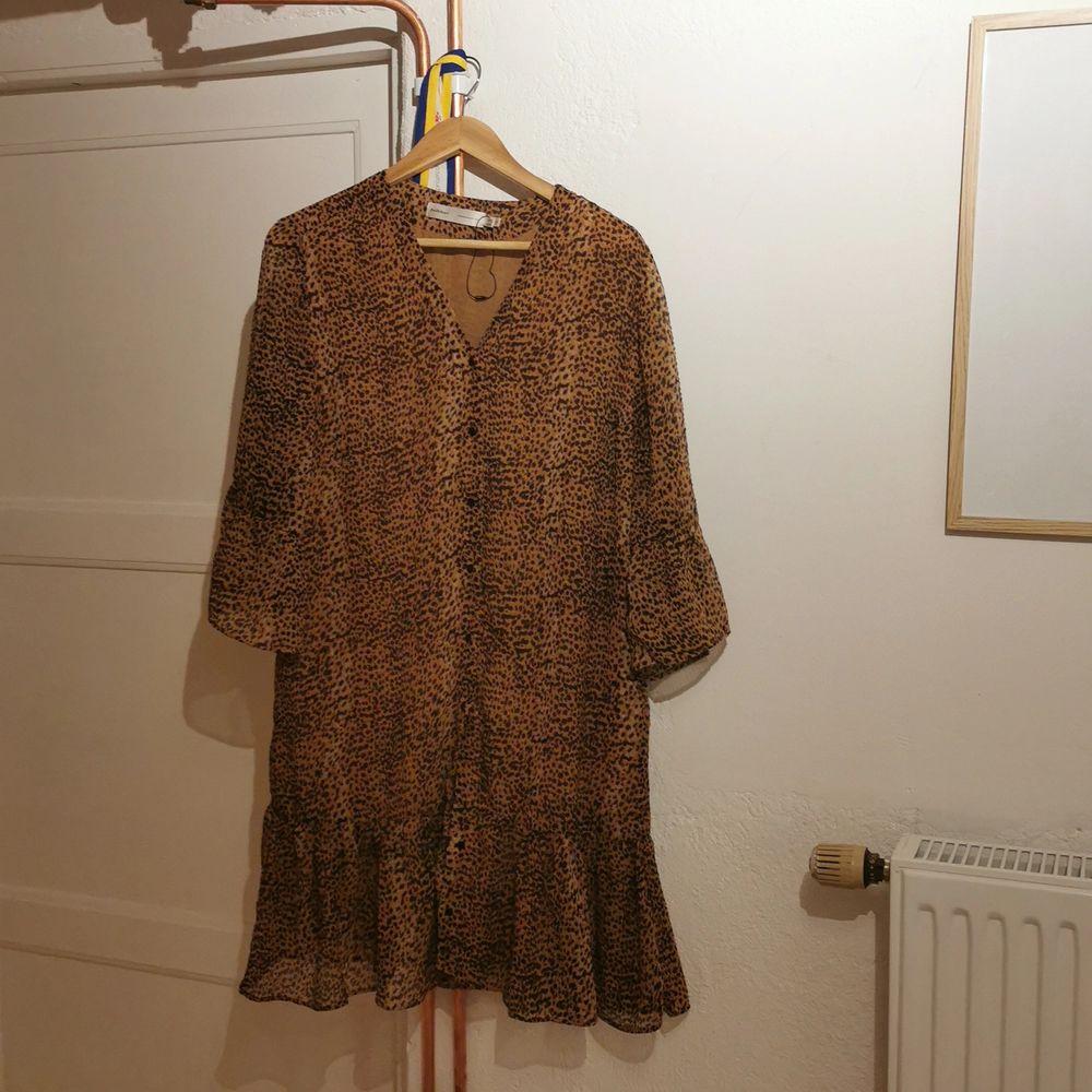 En super fin klänning. Bara används några gånger. Inga slitnagar eller något annat. . Klänningar.