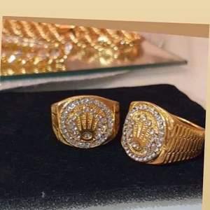 1 ring/300kr! Ringen är inte orginal dvs kopia. Den vägs och känns som orginal.