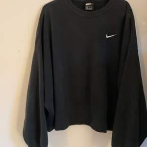 en superdupermysig boxig sweatshirt i XL. alla kläder tvättas och sprayas med washologi innan de skickas🍄