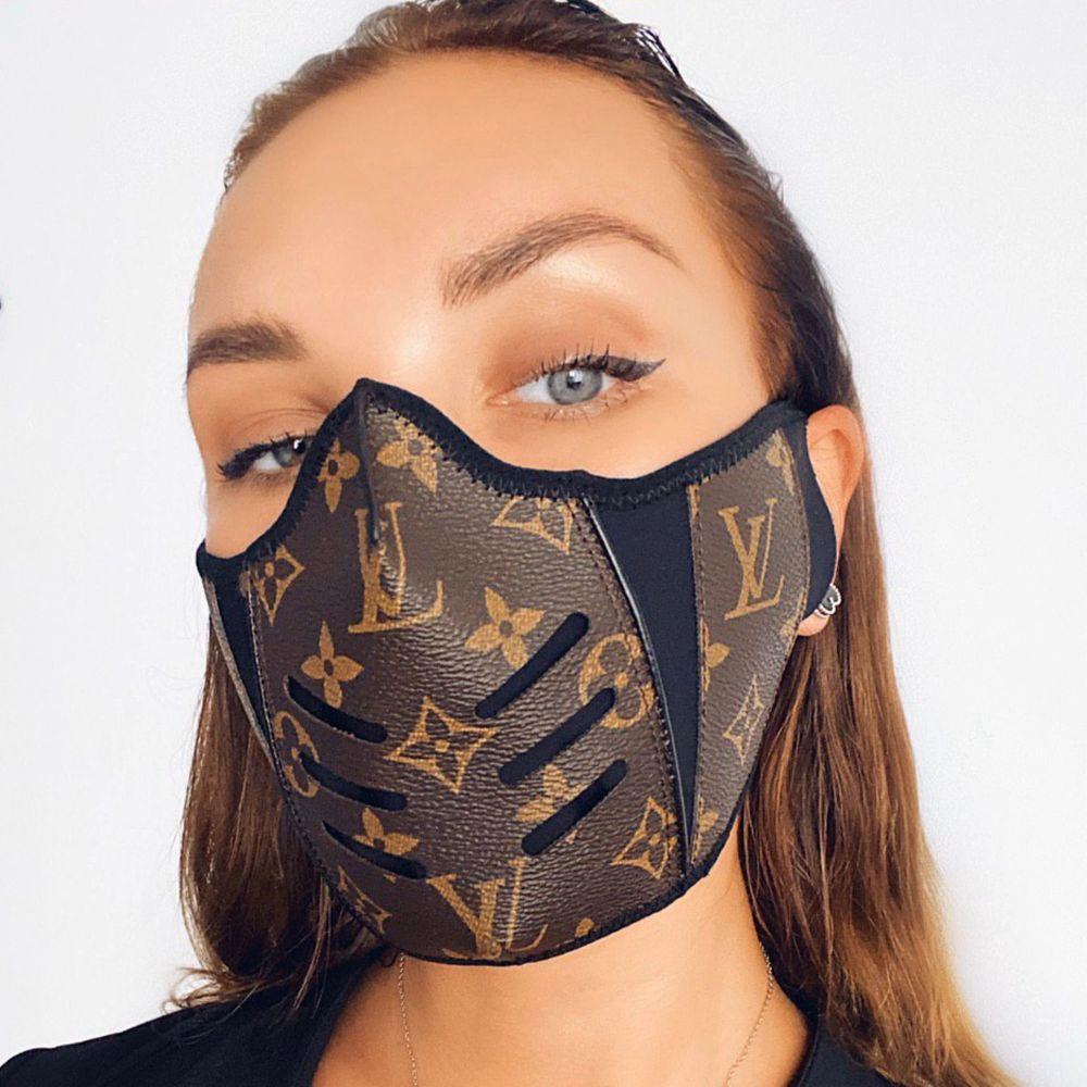 Skit snygga masker finns inne, kan mötas upp men fraktas💯. Accessoarer.