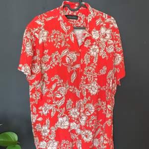 Kortärmad skjorta ifrån zara ! Storlek L men passar bra på M också! 100kr inklusive frakt 😻😻