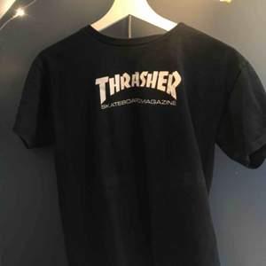 Thrasher T-shirt, sparsamt använd! Köparen står för frakt 💕 ( ganska liten i storleken )
