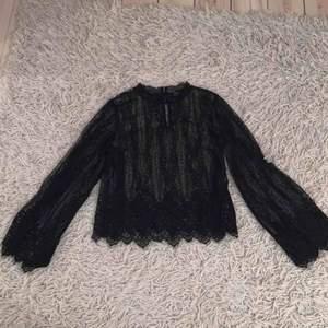 Jättecool tröja från Zara! Köpt för ca 1 år sedan men aldrig använd.. pris går att diskutera. mängdrabatt vid fler köp av mina kläder.
