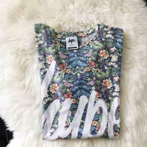 T-shirt från märket hype storlek small sparsamt använd