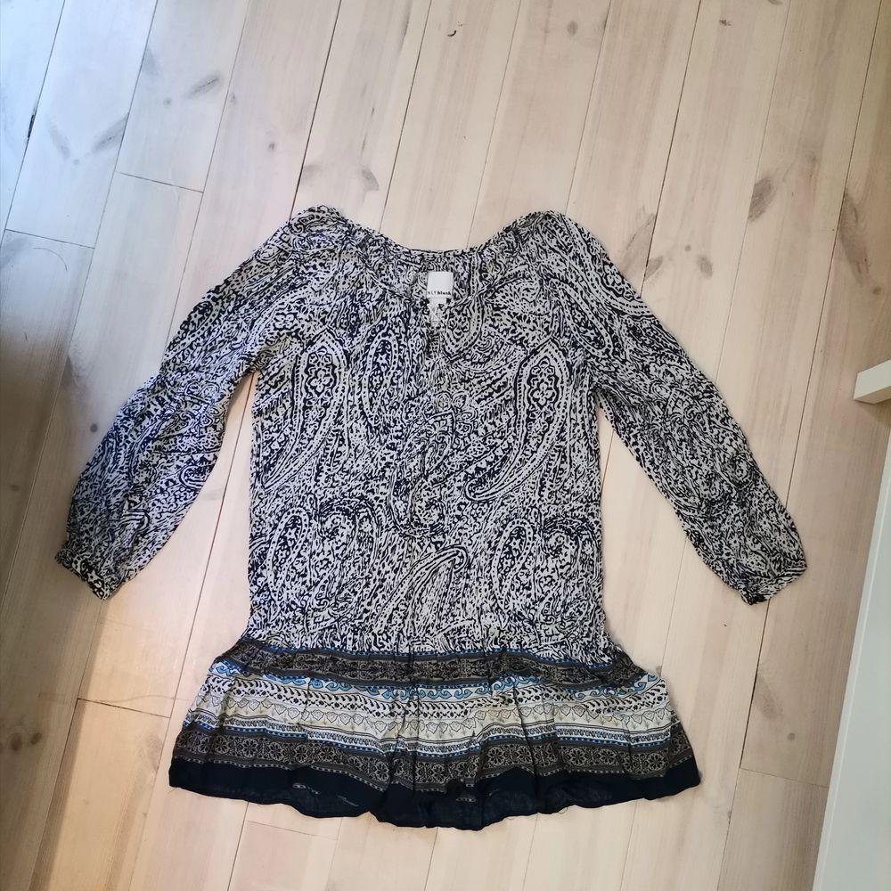 Blå klänning från nelly. Använd cirka 3 ggr. . Klänningar.