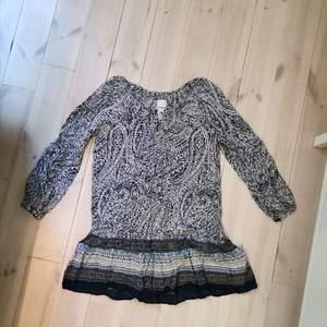 Blå klänning från nelly. Använd cirka 3 ggr.