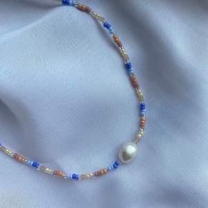 Säljer jättefina handgjorda smycken. Kontakta mig för egen beställning💚
