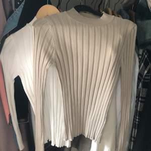 Tunna stickade tröjor med kort krage. Stretchiga