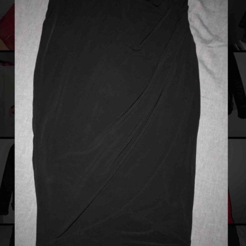 Jättefin svart kjol från new yorker. Skönt material. Använd 1 gång. Kjolar.