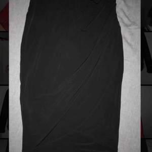 Jättefin svart kjol från new yorker. Skönt material. Använd 1 gång