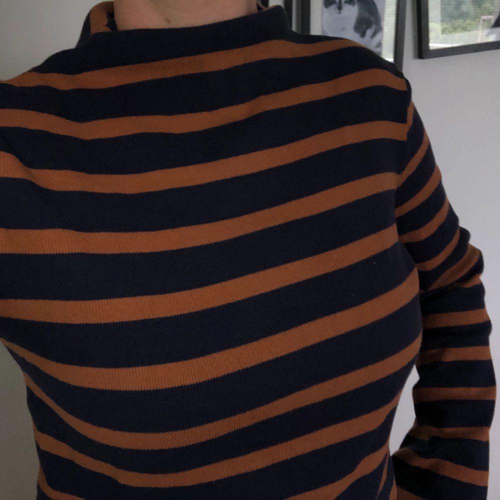 Knappt använd tröja med skönt material. Bra skick . Tröjor & Koftor.