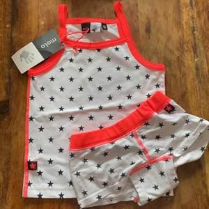 Jätte sött linne med stjärnor från Molo kan köpas med eller utan underkläderna