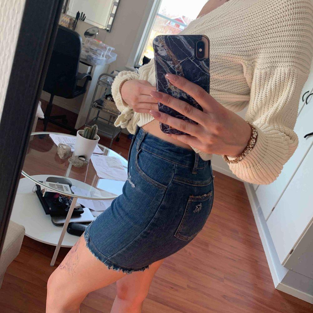 Jeans kjol med slutning knappt använd . Kjolar.