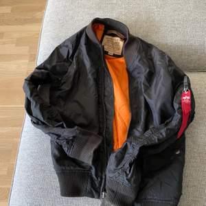 Herr modell stolek m, väldigt fint skick och lite använd pris 900:-