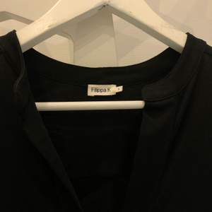 Super fin klänning från Filippa K! Helt ny, aldrig använd! Stl. S. Köparen står för frakten