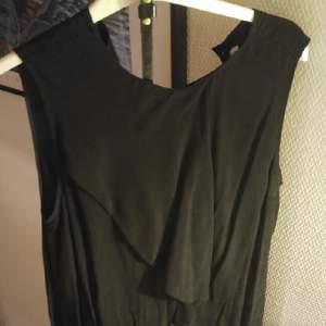 klassisk svart klänning. oanvänd. nypris 800kr