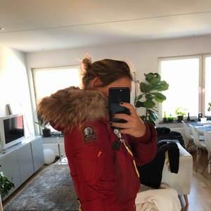 Köpt på butiken Mathilde i Sthlm för 8000 kronor. Pälsen är i fint skick samt jackan!