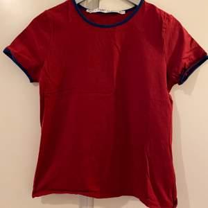 Röd t-shirt ej använd storlek S