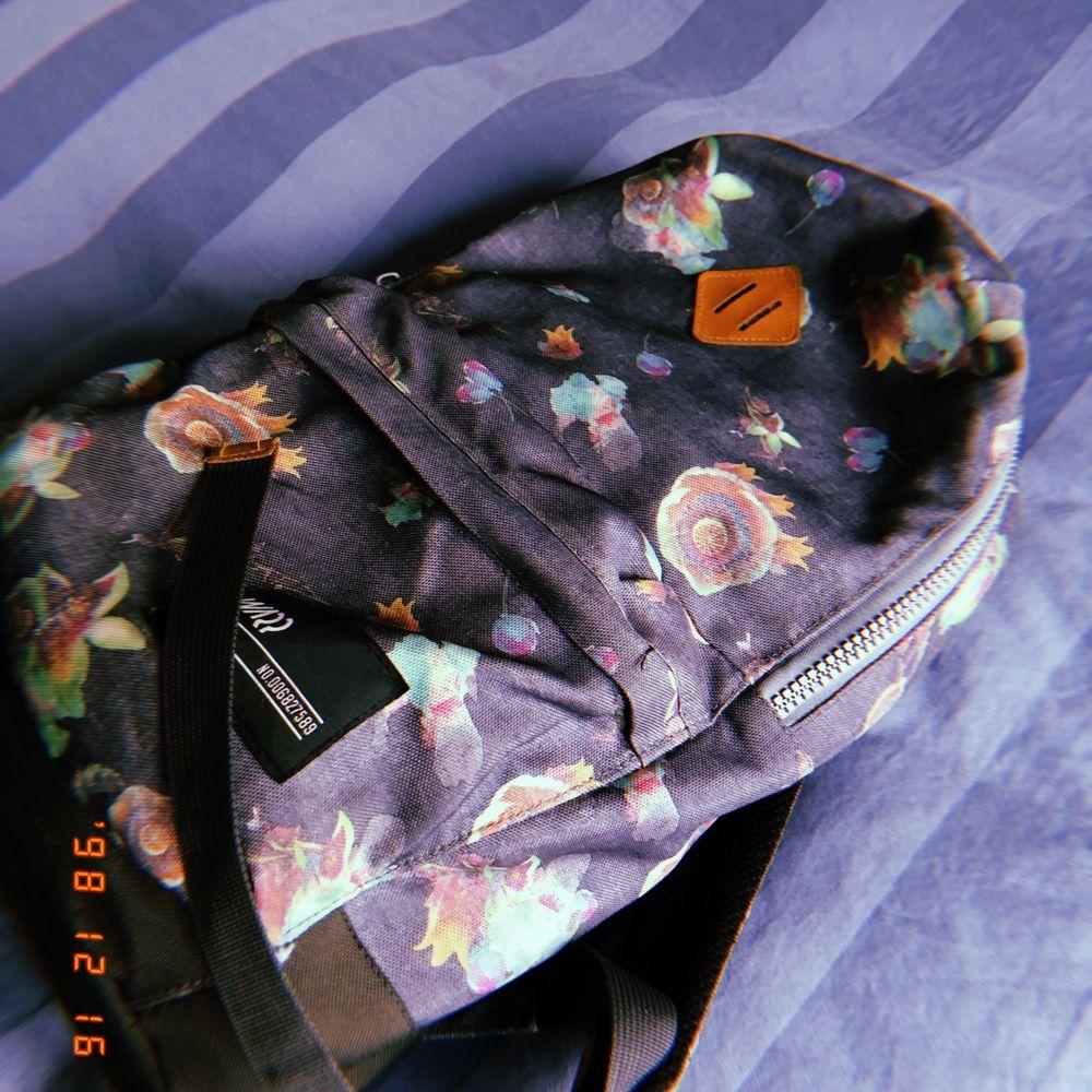 Skön ryggsäck, köpt på stadium som jag säljer för jag har köpt ny. 70 + frakt, kan hämtas i Stockholm. Hör av er om ni är intresserade💕. Väskor.