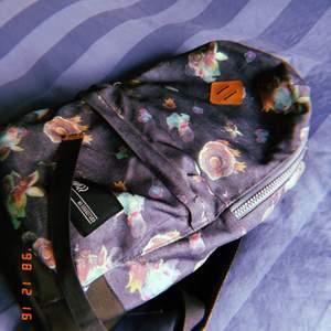 Skön ryggsäck, köpt på stadium som jag säljer för jag har köpt ny. 70 + frakt, kan hämtas i Stockholm. Hör av er om ni är intresserade💕