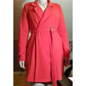 Har endast använt denna klänningen två gånger, den är nu för stor tyvärr!
