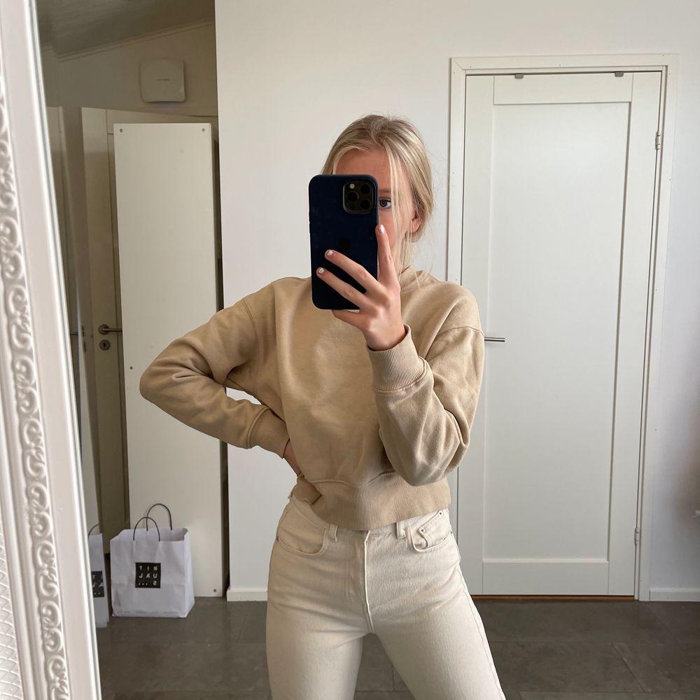 Begär sweatshirt från monki. Tröjor & Koftor.