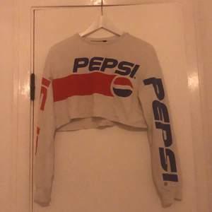 Säljer denna fina kroppar det Pepsi-tröjan 🥰 använd några gånger men ändå är den i mycket bra skick