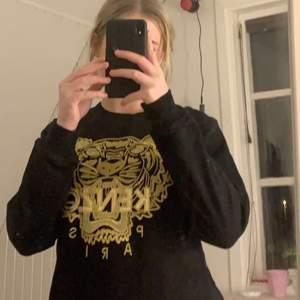 Kenzo tröja som jag är ganska säker är äkta. Används inte längre men är i nyskick! Pris kan såklart disskuteras!☕️