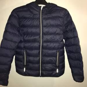 """Blå dun jacka märket """"fransa"""" använd en halv vinter"""