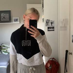 Säljer en sweatshirt från hm då den inte kommer till användning, 120kr+frakt