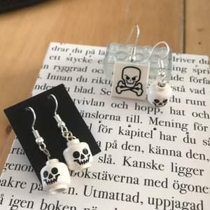 Handgjorda skelett/döskalle örhängen två liknande par💀🖤70kr /st
