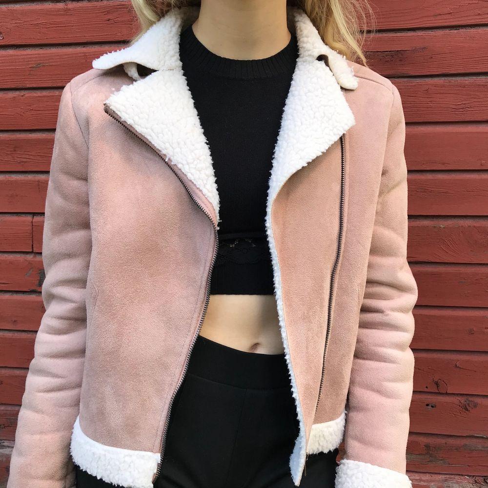 Jätte fin rosa mocka jacka! Storlek S! Fin kvalite! Frakt tillkommer ✨🛍. Jackor.
