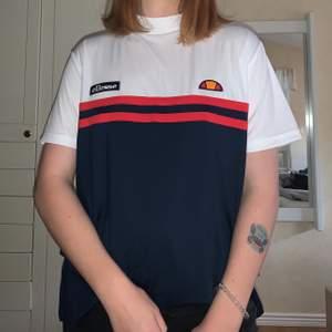 Säljer denna snygga ellesse t-shirt i storlek XL. 💖