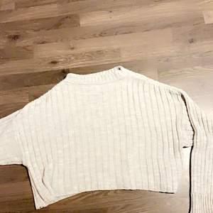 Säljer min jätte fina stickade tröja från Madlady💕