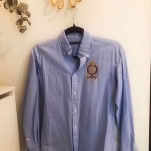 Helt ny stilren skjorta från Talph Lauren i storlek 34. Har aldrig använts, då den inte passar mig.