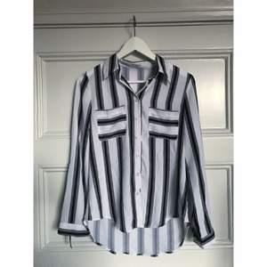 Snygg randig skjorta köpt på Sheinside. Köparen står för frakten och betalning sker via swish.